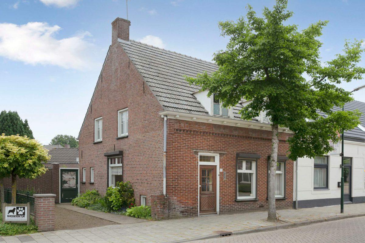 Deken Van Baarsstraat 49  Budel